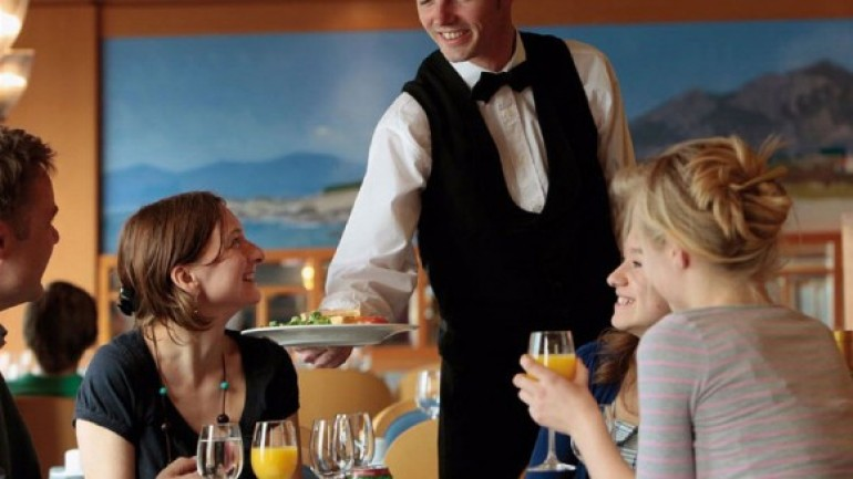 Komi ve Garson Maaşları Ne Kadar? Nasıl Garson Olunur? (Güncel)